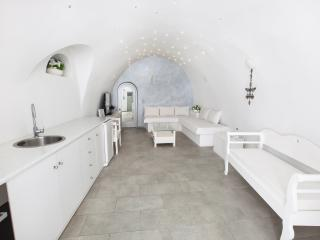 GREEK GODDESS CAVEHOUSE - Fira vacation rentals