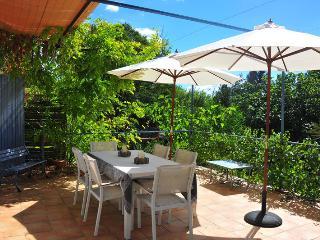 2 bedroom Gite with Garden in Uzes - Uzes vacation rentals