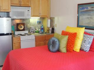 Central Waikiki Penthouse, Kitchen Suite  PP904 - Honolulu vacation rentals