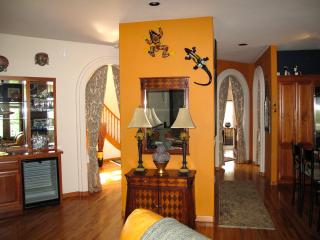 Spacious Artsy Vacation Home 1 mile from Park&Zoo - Eureka vacation rentals