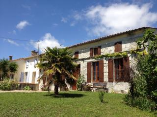 Perfect 4 bedroom Fort sur Gironde House with Deck - Fort sur Gironde vacation rentals