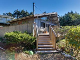 Vintage charm in an oceanfront beach cabin with amazing views - dogs OK - Neskowin vacation rentals