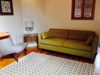 Bright and Cozy 2 Bedroom Williams Hideout - Portland vacation rentals