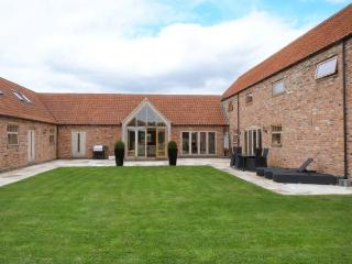MOOR FARM BARNS, en-suite bathrooms, WiFi, Hot tub, in Doddington, Ref 30178 - Lincolnshire vacation rentals