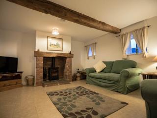 The Swallows Luxury Farm Cottage hottub sleeps 5-7 - Bromsgrove vacation rentals