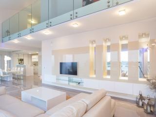 Deluxe Penthouse Apartment - five stars - Novalja vacation rentals