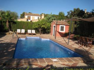 Con piscina, playa, montaña. - Xalo vacation rentals
