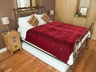 The Sapphire Suite, Luxury Apartment Birmingham, U - West Midlands vacation rentals