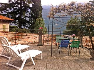 Carate central studio apartment - Carate Urio vacation rentals