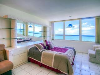Splendid OCEAN VIEW Studio - Miami Beach vacation rentals