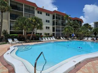La Siesta - Steps to Siesta Key, FL #1 Beach! - Siesta Key vacation rentals