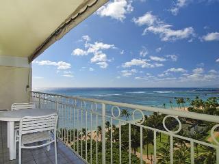 Beachfront 1-bedroom, full kitchen, washer/dryer, A/C, WiFi, sleeps 4! - Waikiki vacation rentals