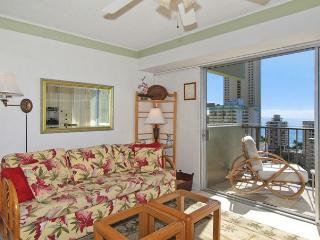 One-bedroom with ocean view and central AC; 5 min. walk to beach.  Sleeps 4. - Honolulu vacation rentals