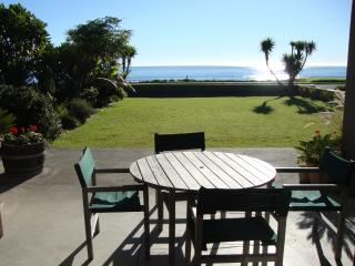 Beachfront Bliss B&B, West End, Ohope - Ohope vacation rentals