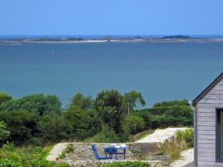 ROMANTIC GETAWAY BY THE SEA - 180-degree views - Ploubazlanec vacation rentals