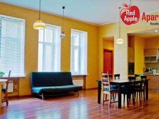 Two bathrooms and four spacious rooms. - 2647 - Saint Petersburg vacation rentals