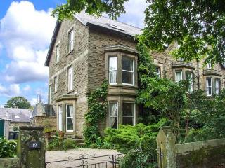 TEMPLE VIEW, second floor apartment, pet-friendly, walks in the area, in Buxton, Ref 1192 - Derbyshire vacation rentals
