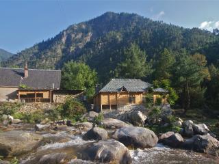 Charming 2 bedroom Kullu Cottage with Deck - Kullu vacation rentals