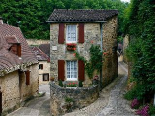 La Petite Maison - Beynac-et-Cazenac vacation rentals