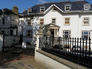 Two bedroom Apartment  set in modern building - London vacation rentals