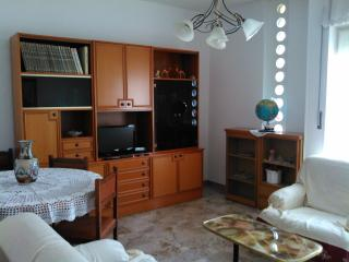 Cozy 3 bedroom Ivrea Apartment with Internet Access - Ivrea vacation rentals