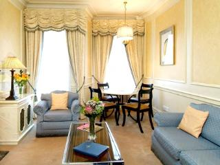 Quality 2 Bedroom Apartment In Mayfair London - London vacation rentals