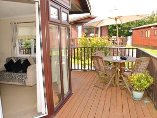 Lovely Lodge with Deck and Dishwasher - St Teath vacation rentals