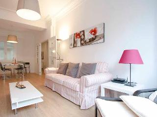Bright San Sebastian Apartment rental with Internet Access - San Sebastian vacation rentals