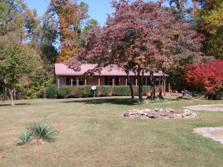 1500 sf cabin sitting on 9 beautiful, private ac - Crossville vacation rentals