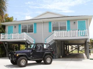 "Sea La Vie Duplex ""Feathered Nest by the Beach"" - Fort Myers Beach vacation rentals"