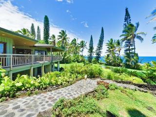 Hale Kakahi Oceanfront 3BR on 3 Acres - Million Dollar View, Affordable Rate - Pahoa vacation rentals