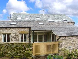 HAWKRIGG COTTAGE, on working dairy farm, off road parking, patio, in Kirkby Lonsdale, Ref 908362 - Kirkby Lonsdale vacation rentals
