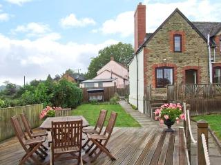 TUMP VIEW, woodburning stove, WiFi, beautiful views, Decked area with furniture, close to Royal Forest of Dean, Ref 915266 - English Bicknor vacation rentals