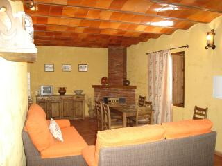 10 bedroom Guest house with Internet Access in Fuentes de Cesna - Fuentes de Cesna vacation rentals