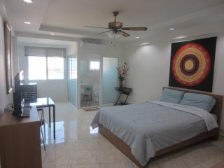 studio R in PatongCondotel, 8floor  room 47/224 - Patong vacation rentals