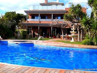 VILLA NATHALIE LUXURY 50 METROS DE LA PLAYA - Calafell vacation rentals