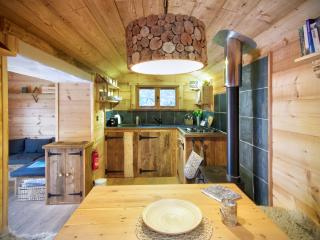 Beautiful 2 bedroom Whippingham Cabin with Deck - Whippingham vacation rentals