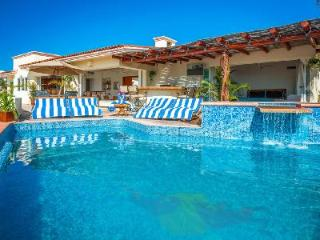 Oceanfront Villa del Toro Rojo is steps to the beach and downtown Cabo with pool & jacuzzi - Cabo San Lucas vacation rentals