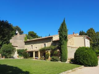 Provence Bed and Breakfast- Lovely 3 Bedroom with - Avignon vacation rentals
