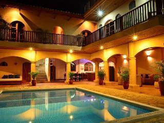 Private 1 Bedroom Apartment Enjoying Hotel Ameniti - Granada vacation rentals