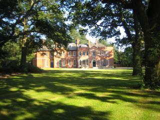 Woodhall Spa Manor - Stylish Secret Escape - Woodhall Spa vacation rentals
