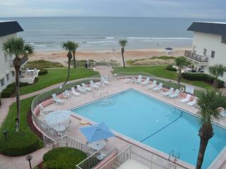Gorgeous Condo with Internet Access and A/C - Ormond Beach vacation rentals