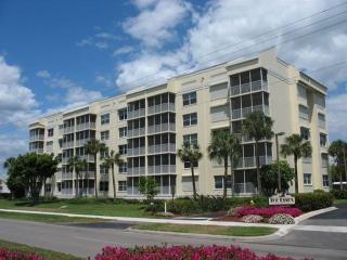 Essex South Beach! Great Nov & Dec Holiday Rates! - Marco Island vacation rentals