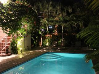 2/1 AWARD WINNER BLEACH  VACATIONAL RENTAL W POOL - Lauderdale by the Sea vacation rentals