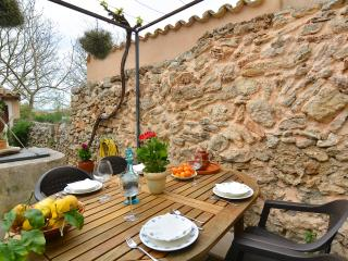 Mallorca traditional townhouse 4/6 pers - Llubi vacation rentals
