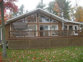 Nice 3 bedroom Ottawa Chalet with Deck - Ottawa vacation rentals