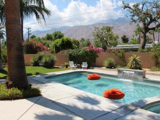 Sweet Mid Century Pad w/ Hot Views! - Palm Springs vacation rentals