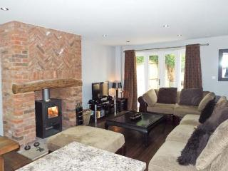 ALVETON, family friendly, luxury holiday cottage, with a garden in Farley Near Alton Towers, Ref 4300 - Farley vacation rentals
