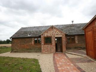 Lovely 2 bedroom Aylesbury Barn with Internet Access - Aylesbury vacation rentals