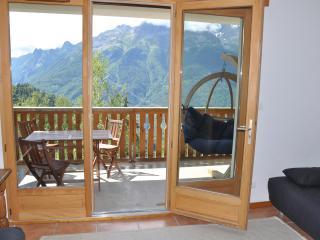 Sunny apartment in Oz-en-Oisans with WIFI - Oz en Oisans vacation rentals